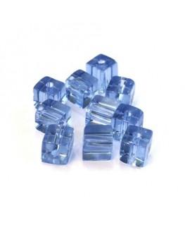 Perles cubes en verre bleu saphir 6mm