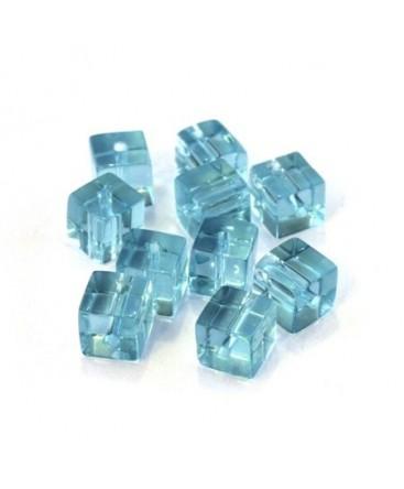 Perles cubes en verre aquamarine 6mm