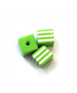 Perles rayées cubes acrylique 7mm vert